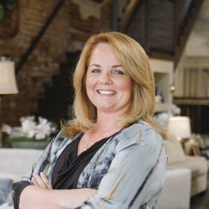 Traci Lewis – Owner